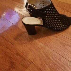 Med heel shoes